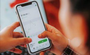 Plataformas comerciales en Australia en un teléfono móvil